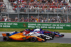 Fernando Alonso, McLaren MCL33, battles with Marcus Ericsson, Sauber C37 and Pierre Gasly, Toro Rosso STR13