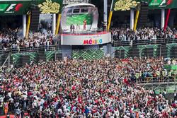 Podium: ganador, Max Verstappen, Red Bull Racing, segundo, Valtteri Bottas, Mercedes AMG F1, tercero, Kimi Raikkonen, Ferrari