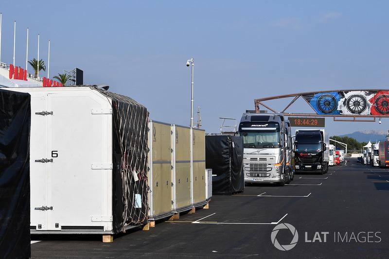 Camiones y Contenedores