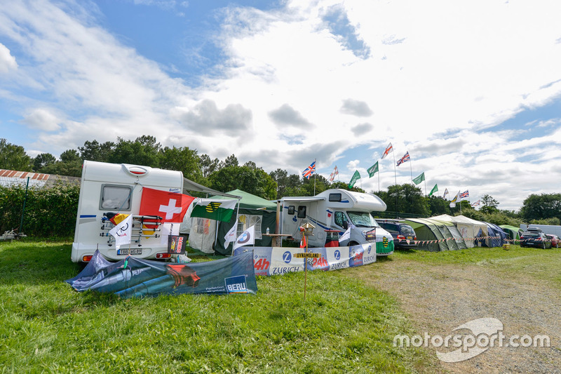 camping atmosphere at 24 hours of le mans on june 22nd 2018. Black Bedroom Furniture Sets. Home Design Ideas
