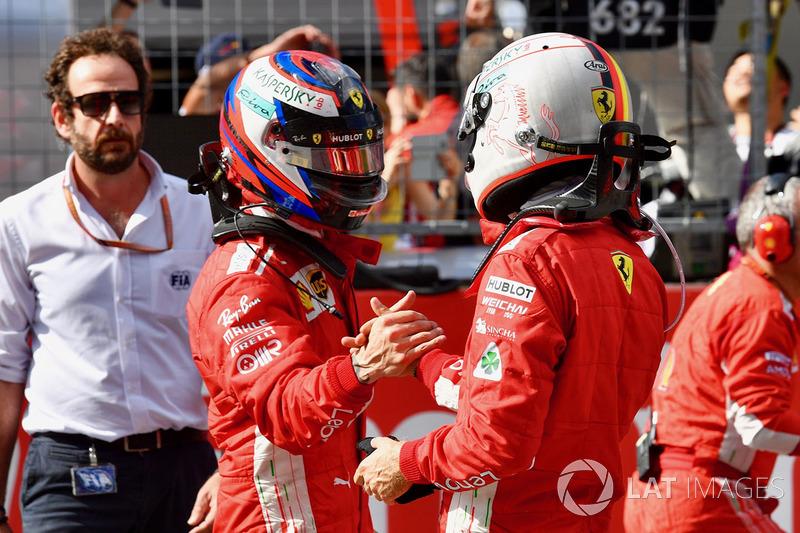 Kimi Raikkonen, Ferrari et Sebastian Vettel, Ferrari dans le parc fermé