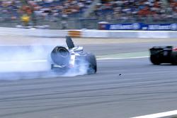 Accidente de Kimi Raikkonen, McLaren Mercedes MP4-20
