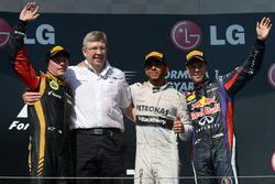 Podium: tweede Kimi Raikkonen, Lotus F1 Team, Ross Brawn, Mercedes AMG F1, winnaar Lewis Hamilton, Mercedes AMG F1, derde Sebastian Vettel, Red Bull Racing