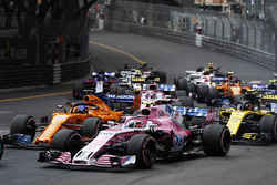 Esteban Ocon, Force India VJM11, leads Fernando Alonso, McLaren MCL33, Carlos Sainz Jr., Renault Sport F1 Team R.S. 18, Sergio Perez, Force India VJM11, and the rest of the field at the start