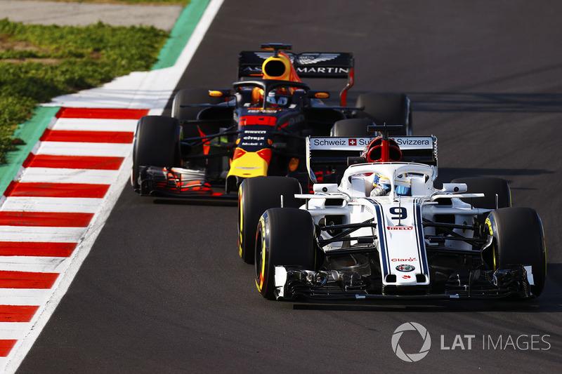 Marcus Ericsson, Sauber C37, Max Verstappen, Red Bull Racing RB14