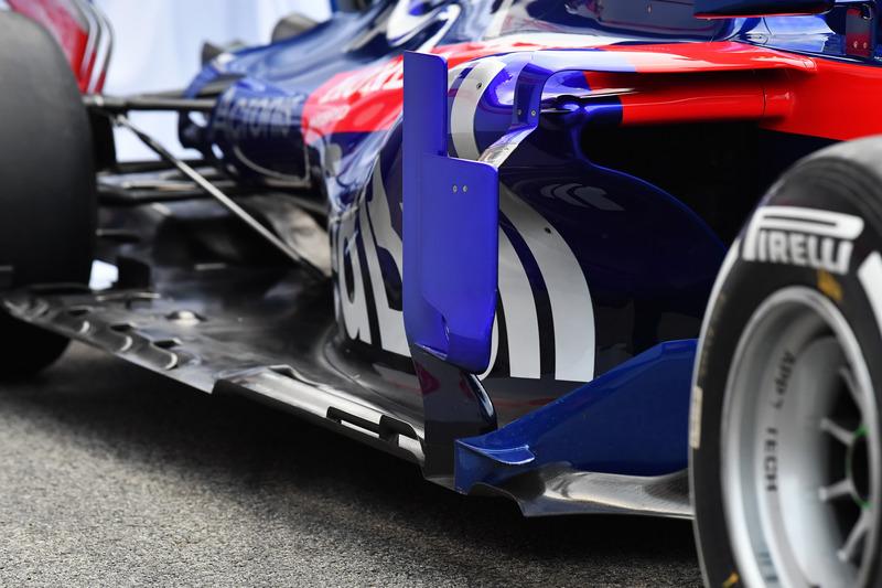 Боковой дефлектор Scuderia Toro Rosso STR13