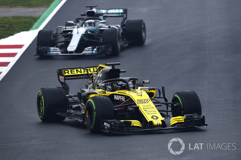 Nico Hulkenberg, Renault Sport F1 Team RS18, Valtteri Bottas, Mercedes-AMG F1 W09