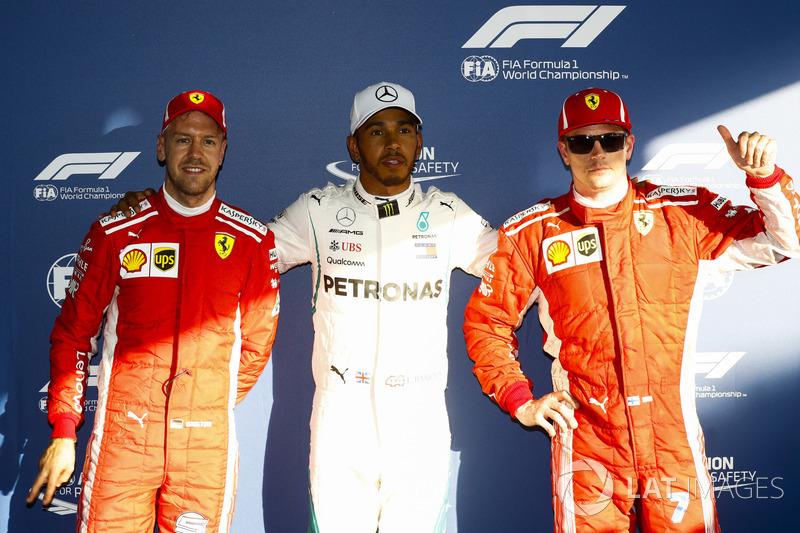 Lewis Hamilton, Mercedes AMG F1, celebra su primera pole position entre Kimi Raikkonen, Ferrari y Sebastian Vettel, Ferrari