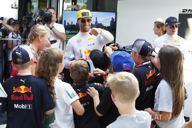 Daniel Ricciardo, Red Bull Racing, meets the grid kids