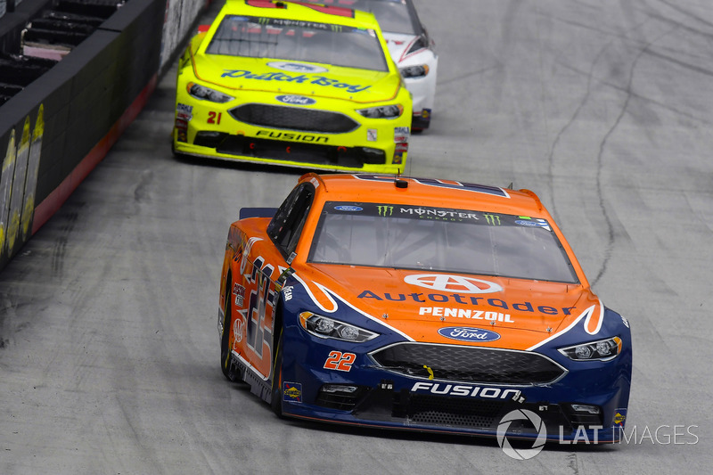 Joey Logano, Team Penske, Ford Fusion Autotrader and Paul Menard, Wood Brothers Racing, Ford Fusion Menards / Dutch Boy
