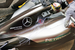Lewis Hamilton, Mercedes AMG F1 W07 Hybrid with flow-vis paint on the engine cover