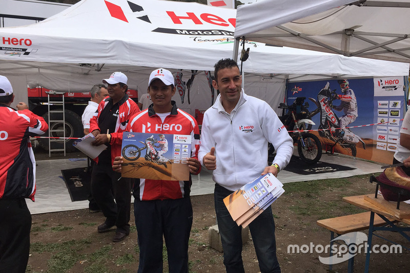 #27 Hero MotoSports Team Rally: Joaquim Rodrigues with a fan
