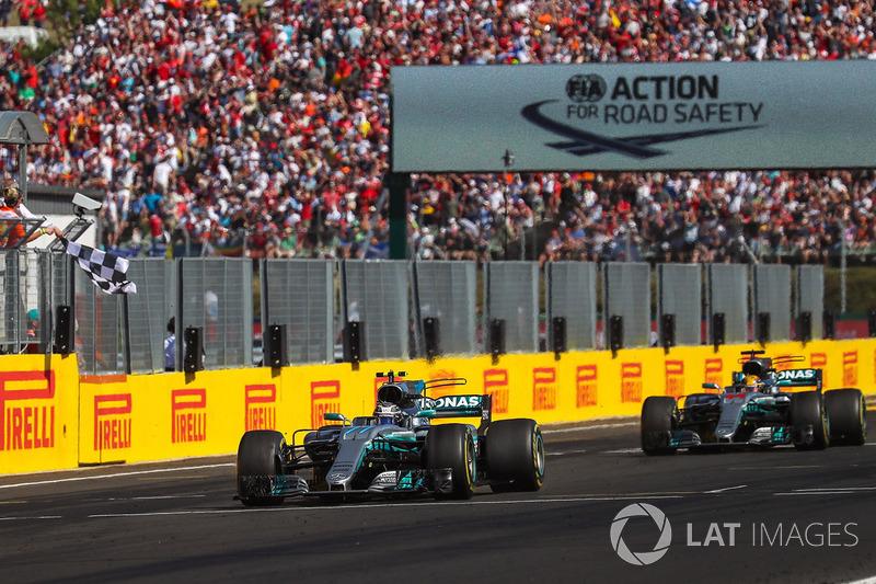 Foi o que aconteceu: nos últimos metros, Hamilton devolveu o terceiro lugar, o que foi um sinal de que a posição de Bottas era respeitada internamente.