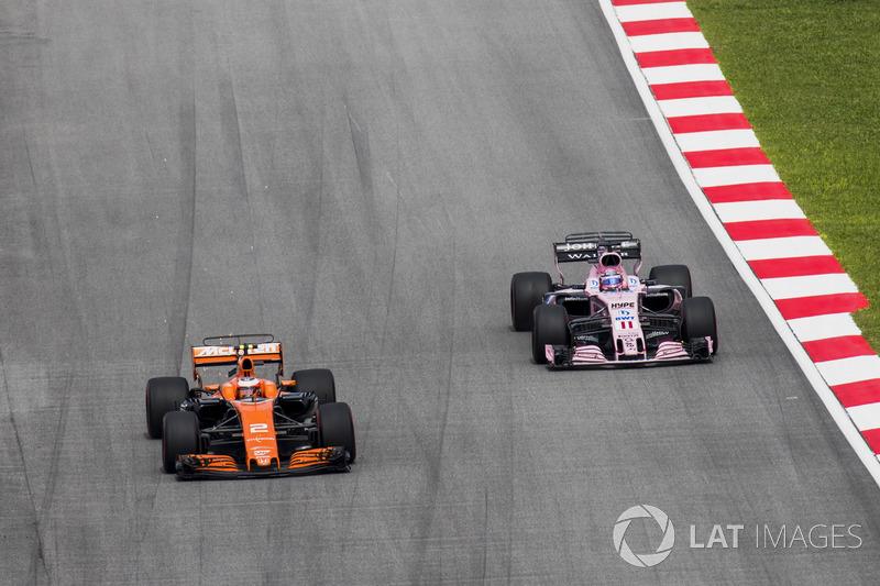 Stoffel Vandoorne, McLaren MCL32, Sergio Perez, Sahara Force India F1 VJM10