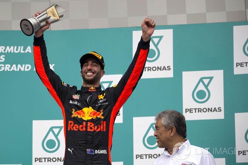 Даніель Ріккардо, Red Bull Racing, святкує на подіумі