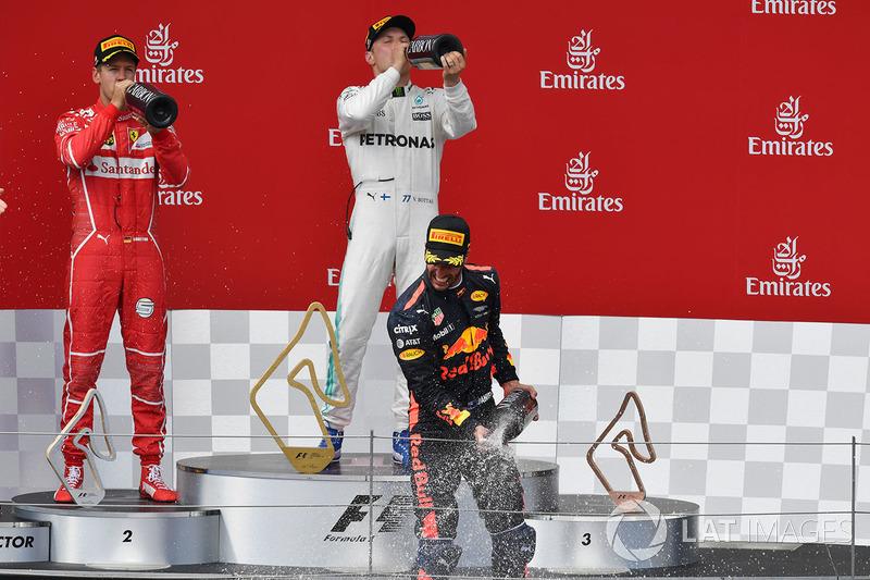 Подиум: победитель Валттери Боттас, Mercedes AMG F1, второе место – Себастьян Феттель, Ferrari, третье место – Даниэль Риккардо, Red Bull Racing
