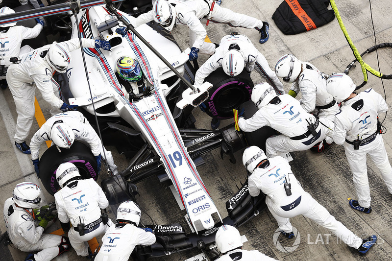 Felipe Massa, Williams FW40, pit stop action