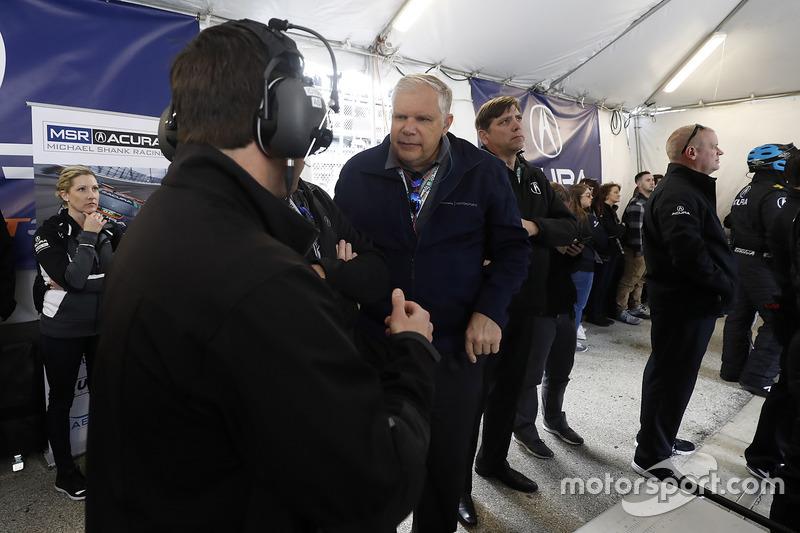 Michael Shank Racing crew en Art St. Cyr