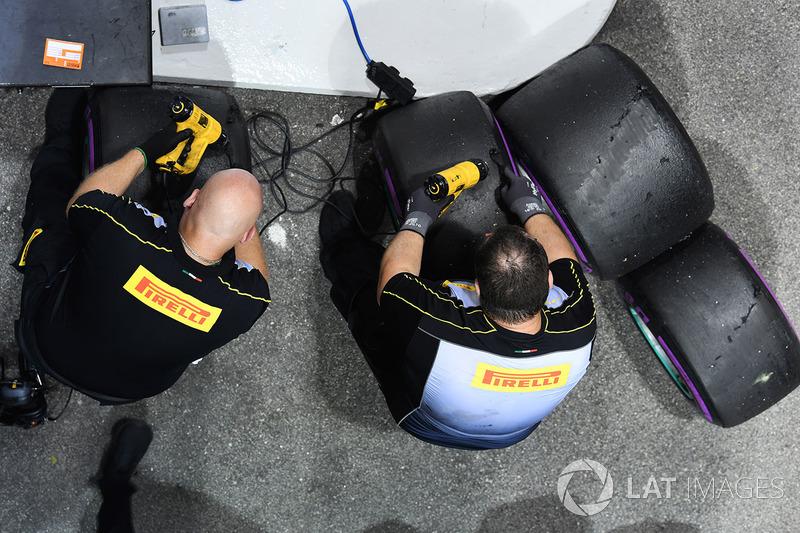 Pirelli-Reifen und -Ingenieure