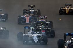Valtteri Bottas, Williams FW38, leads Jenson Button, McLaren MP4-31 and Romain Grosjean, Haas VF-16, at the start