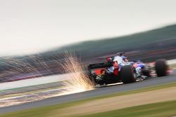 Даниил Квят, Scuderia Scuderia Toro Rosso STR12, искры