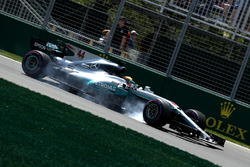 Lewis Hamilton, Mercedes AMG F1 W08 locks up