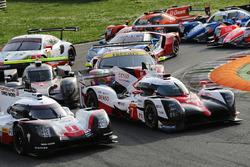 #1 Porsche Team Porsche 919 Hybrid: Neel Jani, Andre Lotterer, Nick Tandy, #7 Toyota Gazoo Racing Toyota TS050 Hybrid: Mike Conway, Kamui Kobayashi, Yuji Kunimoto