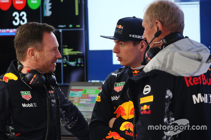 Christian Horner, Team Principal, Red Bull Racing, Max Verstappen, Red Bull Racing, and Helmut Markko, Consultant, Red Bull Racing, chat in the garage