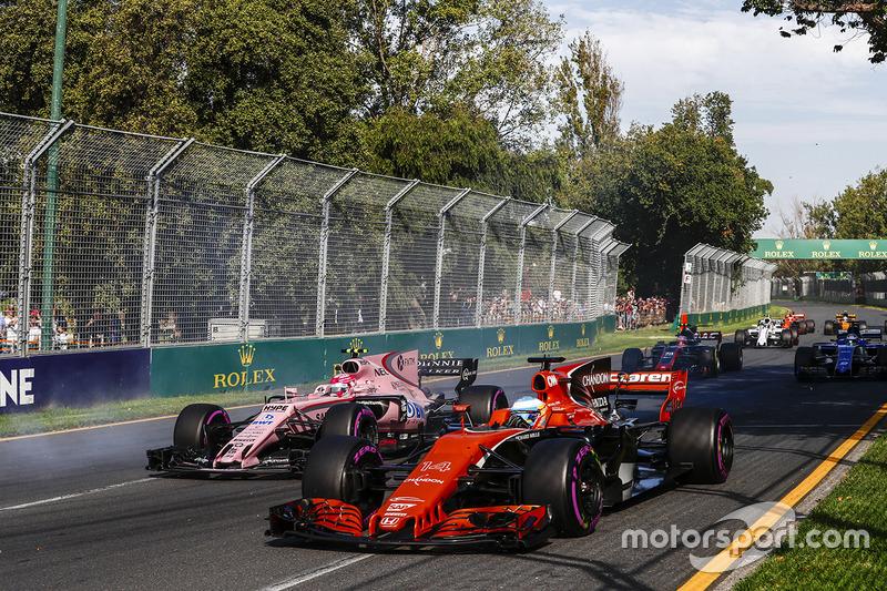 Фернандо Алонсо, McLaren MCL32, Естебан Окон, Force India VJM10