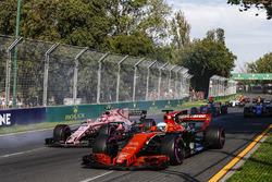 Fernando Alonso, McLaren MCL32, Esteban Ocon, Force India VJM10