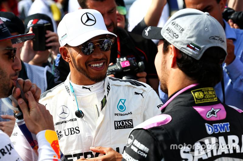 Lewis Hamilton, Mercedes AMG F1 con Sergio Pérez, Sahara Force India F1