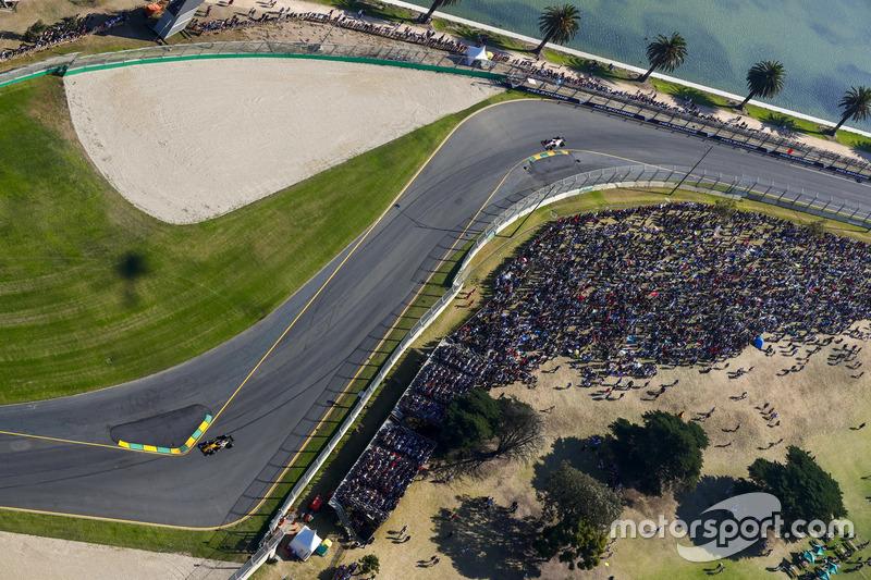 Nico Hulkenberg, Renault Sport F1 Team RS17, leads Esteban Ocon, Force India VJM10