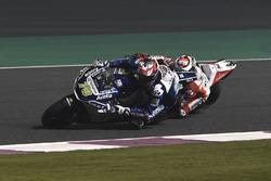 Loris Baz dépasse Jorge Lorenzo, Ducati Team