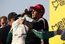 1. Helio Castroneves, Team Penske Chevrolet; 2. J.R. Hildebrand, Ed Carpenter Racing Chevrolet