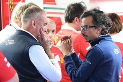 Laurent Mekies, Director de seguridad de la FIA en el garaje de Ferrari