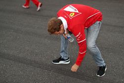 Sebastian Vettel, Ferrari camina por el circuito