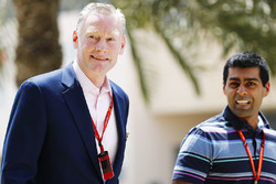 Sean Bratches, Formel-1-Marketingchef ;Karun Chandhok