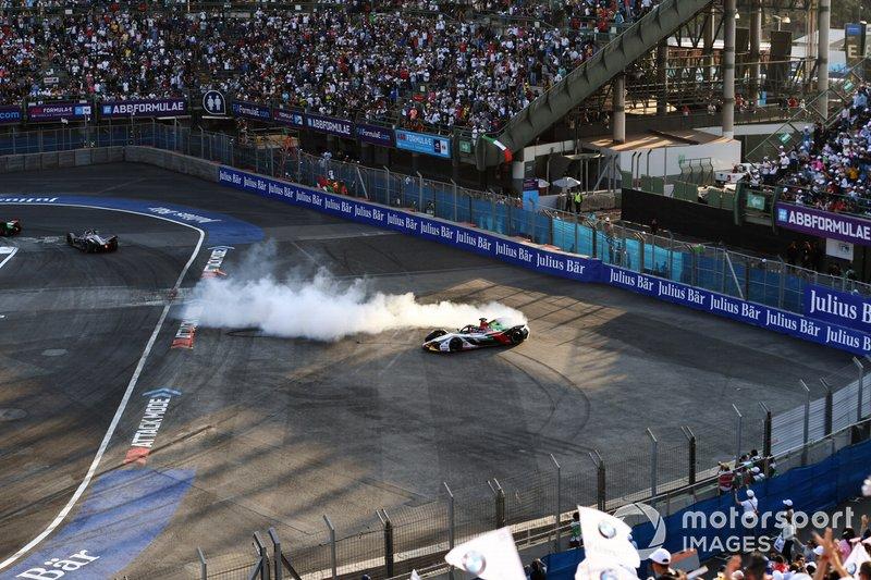 Lucas Di Grassi, Audi Sport ABT Schaeffler, Audi e-tron FE05, festeja.