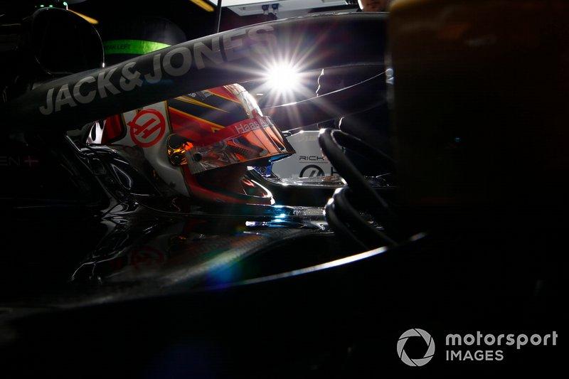 Kevin Magnussen, Haas F1 Team, in cockpit in the team's garage