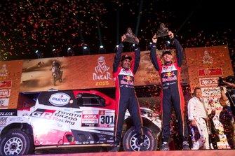 Podio: #301 Toyota Gazoo Racing Toyota Hilux: Nasser Al-Attiyah, Matthieu Baumel