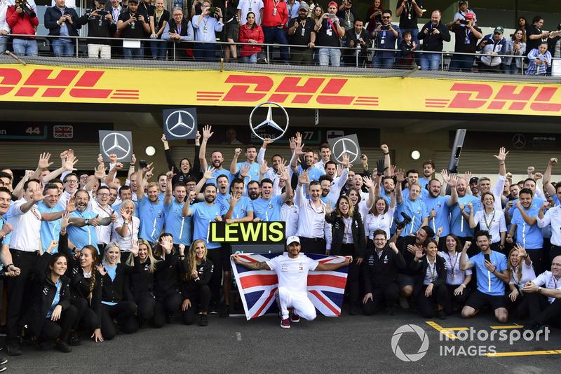 Lewis Hamilton, Mercedes AMG F1 fête le titre avec son équipe