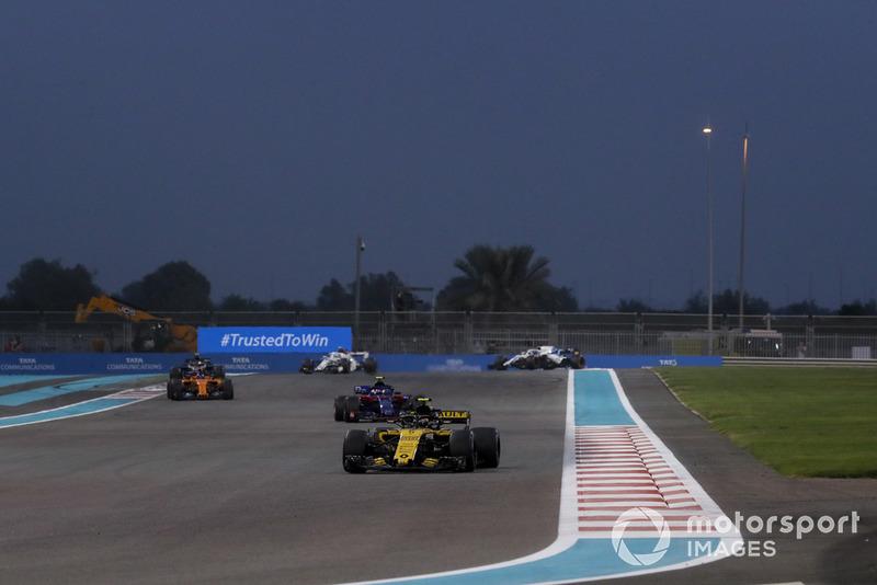 Carlos Sainz Jr., Renault Sport F1 Team R.S. 18, Pierre Gasly, Scuderia Toro Rosso STR13 y Fernando Alonso, McLaren MCL33