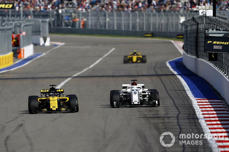 Nico Hulkenberg, Renault Sport F1 Team R.S. 18 ve Marcus Ericsson, Sauber C37
