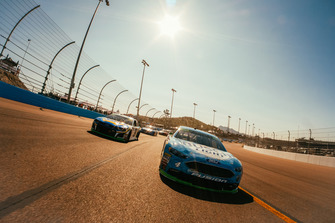 Pace-Laps: Kevin Harvick, Stewart-Haas Racing, Ford Fusion Busch Light, Chase Elliott, Hendrick Motorsports, Chevrolet Camaro NAPA Auto Parts