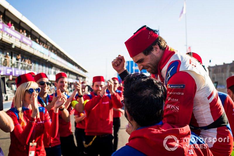 Jérôme d'Ambrosio, Mahindra Racing, celebra su victoria con el equipo Mahindra Racing