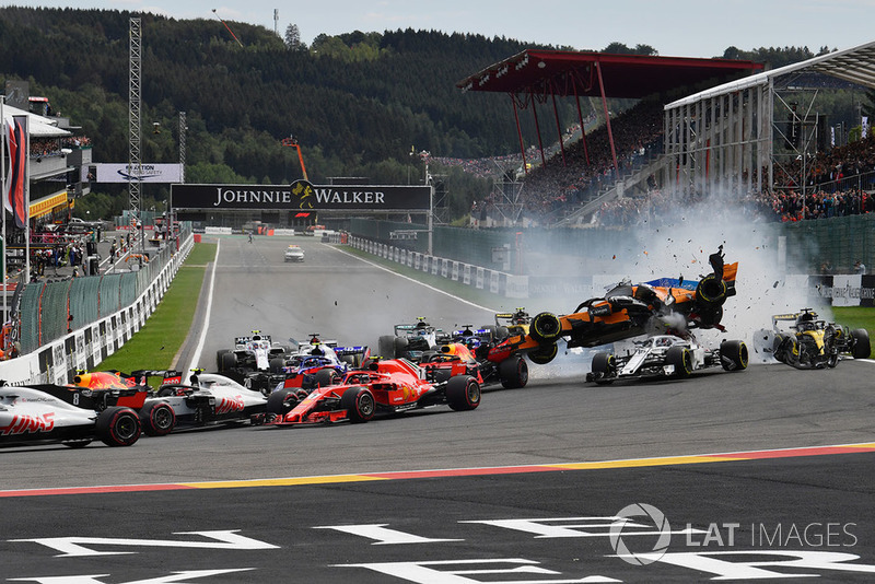Fernando Alonso, McLaren MCL33 crashes and gets airborne at the start of the race