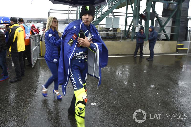 Rossi dejando la parrilla durante el Gran Premio de Gran Bretaña