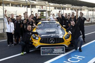 Winners #88 Akka ASP Team Mercedes-AMG GT3: Raffaele Marciello, Michael Meadows with the team