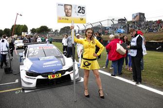 Девушка у машины Филиппа Энга, BMW Team RBM