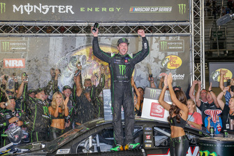 Race winner Kurt Busch, Stewart-Haas Racing, Ford Fusion Monster Energy / Haas Automation